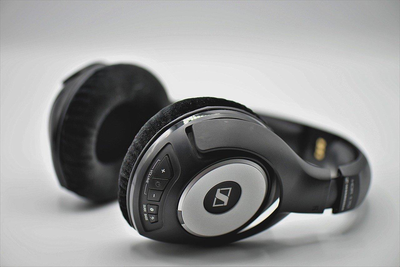 słuchawki bezprzewodowe JBL czy model przewodowy morele.net